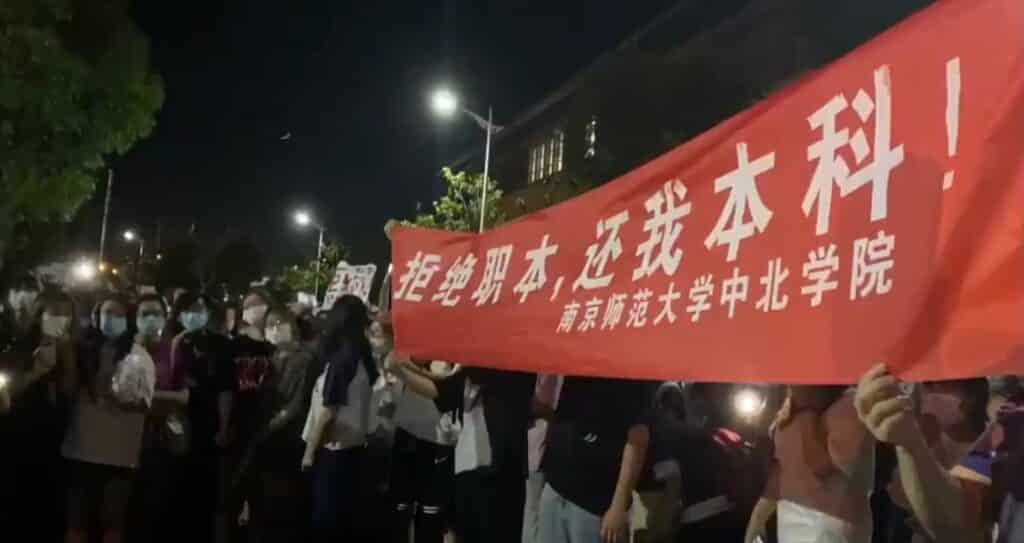 BREAKING: Chinese Police Storm Rare Student Protest Inside Nanjing Normal University thumbnail